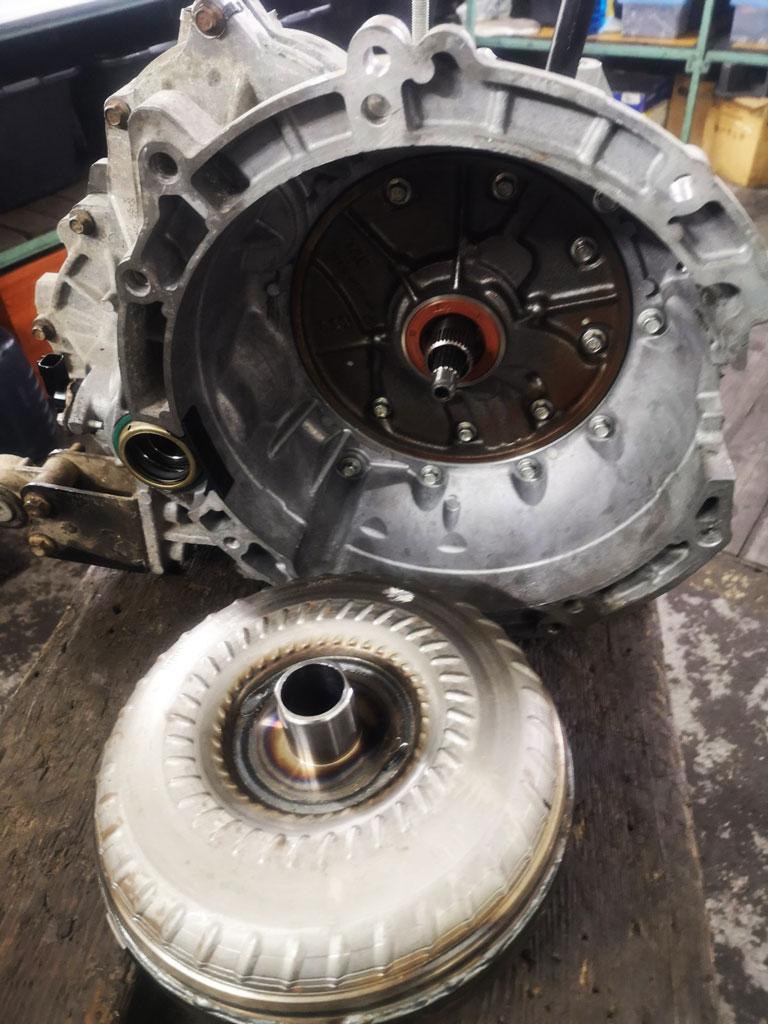 разобранная акпп 4А27У для ремонта гидротрансформатора